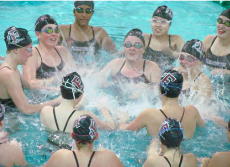 Underclassmen+swimmers+circle+around+seniors+Shannon+Connolly%2C+Julia+Sochin%2C+Sarah+Schwarm%2C+Sammy+Kall-%0Aman+and+Natalie+Lux+to+cheer+before+their+senior+night+meet+against+Conard+High+School.+This+annual+celebration+of+the+team%E2%80%99s+seniors+took+place+at+Miss+Porter%E2%80%99s+School+on+October+20.