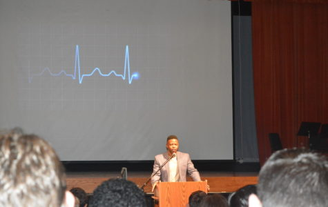"Speaking to seniors-- On September 15, Class of 2009 alumnus Andrew Jones spoke to the senior class at the 29th annual Senior Convocation. Jones centered his message around the concept of ""self invest"" and shared insight from his personal life to the seniors."