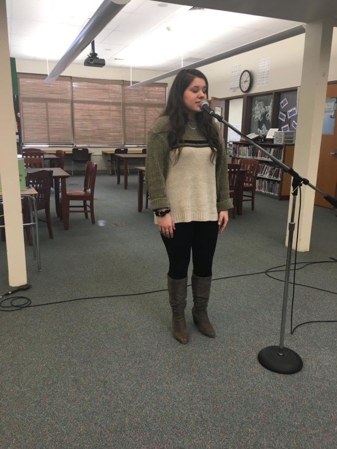 Mindful+Monologue--+Senior+Elena+Jimenez-McDermott+recites+a+passage+from+A+Midsummer+Night%E2%80%99s+Dream.+The+competition+was+held+in+the+library+on+February+13.+
