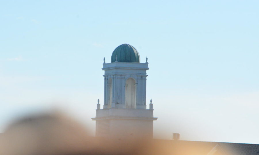 Tradition--+The+symbolic+cupola+stands+in+the+background+of+the+graduation+ceremony.+The+ceremony+took+place+on+June+12.